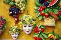 Bacchusmaskers en fruitdecoratie royalty-vrije stock foto