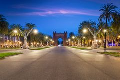 Bacelona Arc de Triomf at night in the city of Barcelona in Cata. Lonia, Spain. The arch is built in reddish brickwork in the Neo-Mudejar style Stock Photo