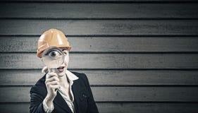 bacground工程师查出的白人妇女 免版税库存图片