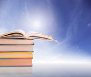 bacground μπλε σωρός βιβλίων Στοκ εικόνες με δικαίωμα ελεύθερης χρήσης
