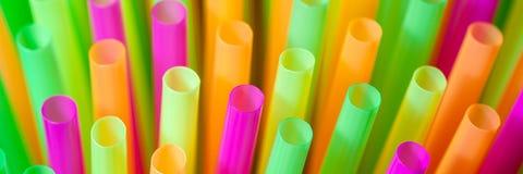 五颜六色的塑料秸杆 免版税图库摄影