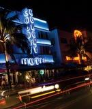 Bach stupefacente di Miami di vista di notte dell'hotel della colonia immagini stock