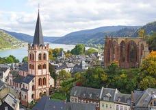Bacharach morgens Rhein lizenzfreies stockbild