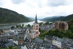 Bacharch på den Rhein floden Royaltyfri Bild