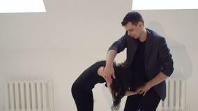 Bachata di dancing delle coppie o ballo da sala latino archivi video