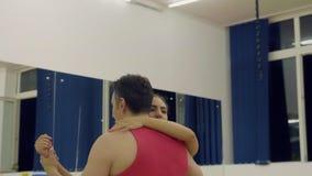Bachata professionale di dancing delle coppie dei ballerini video d archivio