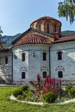 BACHKOVO修道院,保加利亚- 2017年8月23日:古老大厦在中世纪Bachkovo修道院里 免版税库存图片