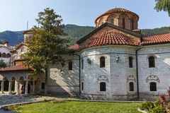 BACHKOVO修道院,保加利亚- 2017年8月23日:古老大厦在中世纪Bachkovo修道院里 免版税图库摄影