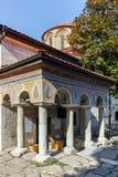 BACHKOVO-KLOSTER, BULGARIEN - 23. AUGUST 2017: Alte Gebäude in mittelalterlichem Bachkovo-Kloster Lizenzfreie Stockfotografie