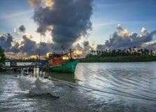 Bachok 12 september 2016: sikt av fartyget i den Senok stranden Bachok Malaysia royaltyfri fotografi
