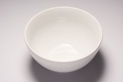 Bacia cerâmica vazia branca Imagens de Stock Royalty Free