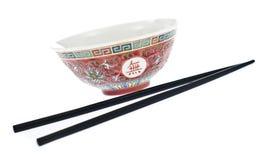 Bacia chinesa com varas chinesas fotografia de stock royalty free