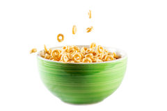 Bacia com flocos de milho e leite Fotografia de Stock