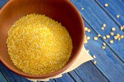 Bacia com grãos de milho Fotografia de Stock Royalty Free