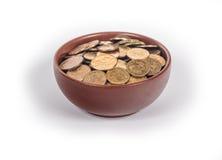 Bacia com moedas de ouro Imagens de Stock
