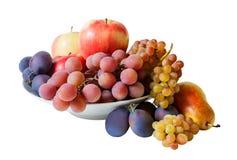 Bacia com os frutos isolados no branco Fotos de Stock