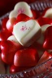 Bacia completamente de corações dos doces Fotos de Stock