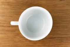 Bacia, copo da sopa no fundo de madeira do vintage da tabela Foto de Stock