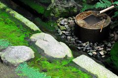 Bacia da água do zen Fotografia de Stock Royalty Free