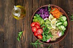 Bacia da Buda do vegetariano com quinoa e os legumes frescos Imagens de Stock Royalty Free