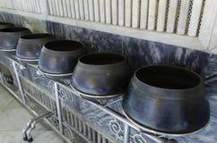 Bacia da esmola da monge em Wat Pho Fotografia de Stock
