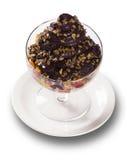 Bacia de acai brasileiro fresco com frutos Fotografia de Stock Royalty Free