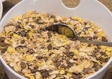 Bacia de alimento de café da manhã do museli em um bufete do restaurante Fotografia de Stock