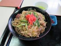 Bacia de arroz japonesa saboroso da carne Imagem de Stock