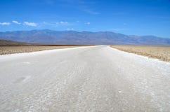 Bacia de Badwater, parque nacional de Vale da Morte, Califórnia Imagens de Stock Royalty Free