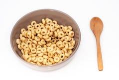 Bacia de Brown com cereais Fotografia de Stock