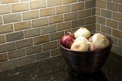 Bacia de cebolas Foto de Stock Royalty Free