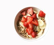 Bacia de cereal com fruta Imagens de Stock