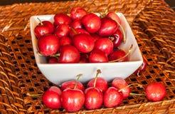 Bacia de cerejas Imagem de Stock Royalty Free