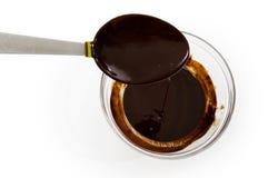 Bacia de chocolate derretido fotografia de stock