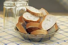Bacia de fatias do pão Fotografia de Stock Royalty Free