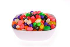 Bacia de feijões de geléia coloridos fotos de stock royalty free