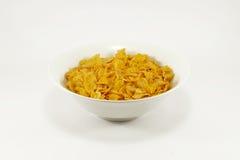 Bacia de flocos de milho na esteira de tabela colorida Imagem de Stock Royalty Free