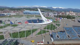 Bacia de fogo olímpica de SOCHI, RÚSSIA Sochi na antena do parque olímpico Bacia de fogo olímpica de Sochi no parque Stella centr Fotografia de Stock