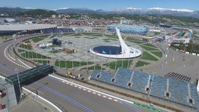 Bacia de fogo olímpica de SOCHI, RÚSSIA Sochi na antena do parque olímpico Bacia de fogo olímpica de Sochi no parque Stella centr Foto de Stock