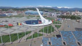 Bacia de fogo olímpica de SOCHI, RÚSSIA Sochi na antena do parque olímpico Bacia de fogo olímpica de Sochi no parque Stella centr Fotos de Stock