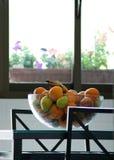Bacia de fruta na cozinha Imagem de Stock Royalty Free