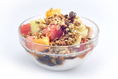 bacia de fruto fresco coberta com granola imagem de stock