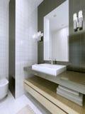 Bacia de lavagem com o grande espelho framless Foto de Stock