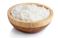 Bacia de madeira de arroz cozinhado fotografia de stock royalty free