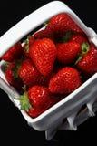 Bacia de morangos. imagem de stock