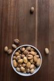 Bacia de pistaches fotografia de stock royalty free