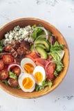 Bacia de salada de Cobb imagens de stock royalty free