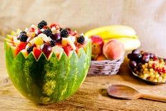 Bacia de salada de fruto imagem de stock