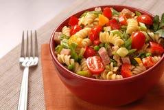 Bacia de salada de massa Imagens de Stock