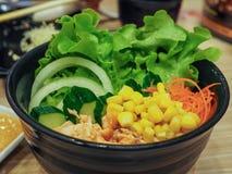 Bacia de salada salmon misturada Imagem de Stock